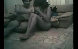 दीप्ती की चुदाई सोफे पर