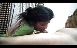 इशिता ने चूसा बॉयफ्रेंड का लोडा