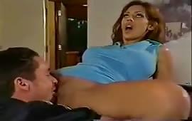 अपनी गर्लफ्रेंड की चूत को चाट चाट कर मारा