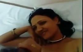 गर्लफ्रेंड की सहेली को होटल में चोदा