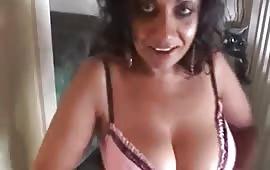 बॉयफ्रेंड को दिखाया नंगा बदन
